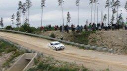 Опасный и впечатляющий прыжок на автогонках смотреть видео прикол - 0:10