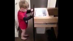 Юный деловой уборщик смотреть видео прикол - 0:42