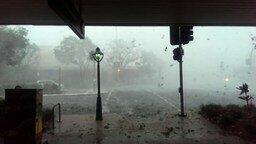 Смотреть Мощная стихия в городе