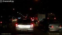 Смотреть Добрые водители и скорая на дороге