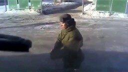 Солдат станцевал под Гангнам Стайл смотреть видео - 0:54
