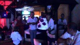 Смотреть Уронили торт на свадьбе
