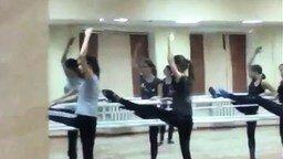 Смотреть Решил подглядеть за балеринами