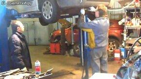Смотреть Почему нужно проверять масло в двигателе