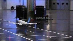 Смотреть Игрушка-самолёт