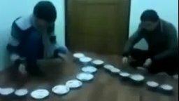 Смотреть Джингл Беллз на тарелках