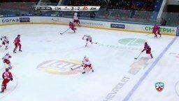 Смотреть Как хоккеист застрял