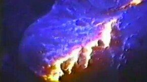 Смотреть Раскалённая лава под водой