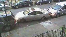 Смотреть Запарковал машину в тесноте