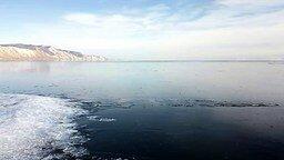 Смотреть Как замерзает Байкал