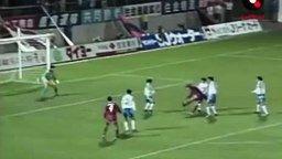 Мастерский гол футболиста смотреть видео - 0:36