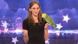 Смотреть Дрессированный попугай на шоу талантов