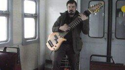 Смотреть Импровизации на самодельной гитаре
