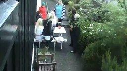 Блондинки против фейерверка смотреть видео прикол - 0:24