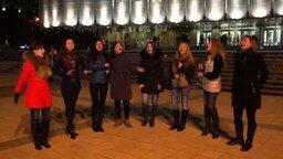 Смотреть Хор девушек поёт песню про коня