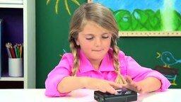 Смотреть Реакции детей на кассетный плеер