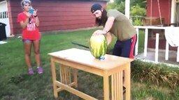 Смотреть Как неправильно резать арбуз