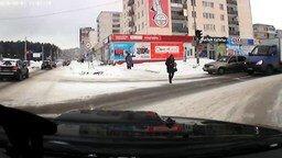 Как надо переходить дорогу смотреть видео прикол - 0:33