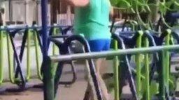 Мужик на эллипсе смотреть видео прикол - 0:15