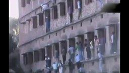 Смотреть Как в Индии передают шпаргалки на экзамен