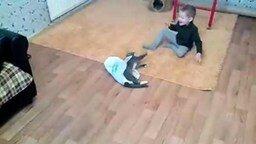 Смотреть Мальчик, кот и пакет