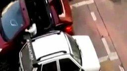 Смотреть Женское наказание наглого водителя