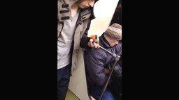 Способный пассажир метро смотреть видео - 1:28