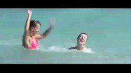 Девушки в море смотреть видео прикол - 0:43