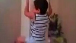 Ребёнок-паук смотреть видео прикол - 0:54