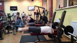 Смотреть Оригинальное упражнение со штангой