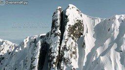 Смотреть Лыжник покоряет скальную расщелину