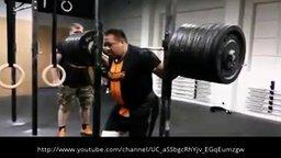Смотреть Присед без рук со штангой в 310 кг