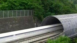 Самый скоростной поезд в мире смотреть видео прикол - 0:56
