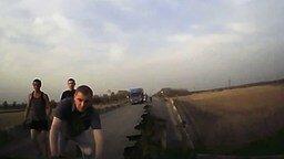 На глазах обрушается мост под машиной смотреть видео прикол - 2:45