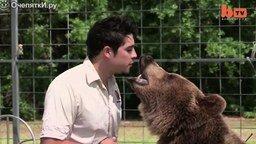 Смотреть Дружба с 13 медведями