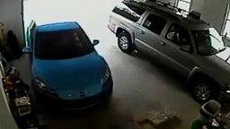 Смотреть Трудный выезд из гаража