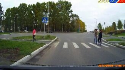 Позитивные и весёлые люди на дорогах смотреть видео прикол - 2:43