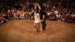 Смотреть Зажигательный танец форро