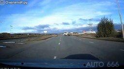 Быстрая реакция на дороге - залог жизни смотреть видео прикол - 3:24