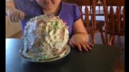Скушай, доча, тортик! смотреть видео прикол - 0:17