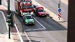 Как в Европе пропускают пожарных смотреть видео прикол - 0:54