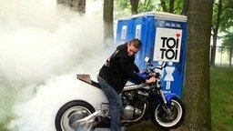 Смотреть Чуть не спалил свой мотоцикл
