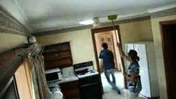 Муж подшутил над женой смотреть видео прикол - 1:15