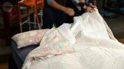 Смотреть Способ вдеть одеяло в пододеяльник