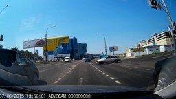 Смотреть Машина на дороге без водителя