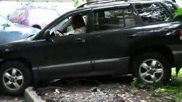 Нелепости с участием женщин за рулём смотреть видео прикол - 4:33