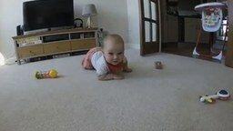 Малыш пожирает камеру смотреть видео прикол - 0:17