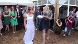 Смотреть Невеста зажгла у шеста