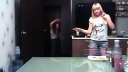 Младшая сестра спасла ролик смотреть видео - 1:29