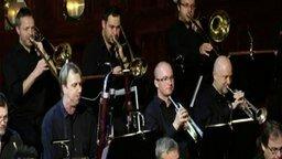 Смотреть Оркестр исполняет тему из Охотников за привидениями
